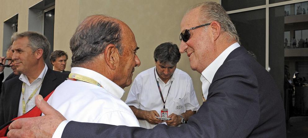 El rey Juan Carlos con el entonces presidente de Banco Santander Emilio Botín, en una carrera de Fórmula 1 Abu Dhabi en 2009. EFE