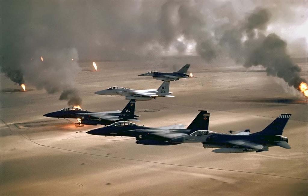 Pozos petrolíferos kuwaitís incendiados