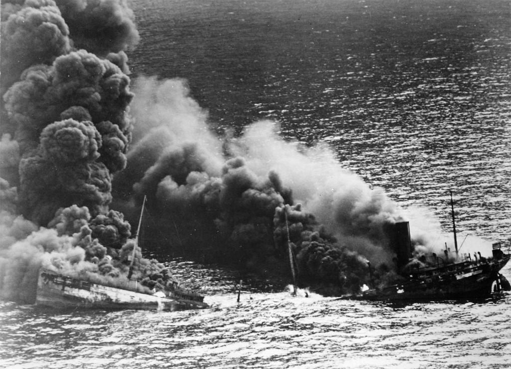 Petrolero aliado torpedeado en el Atlántico, 1942
