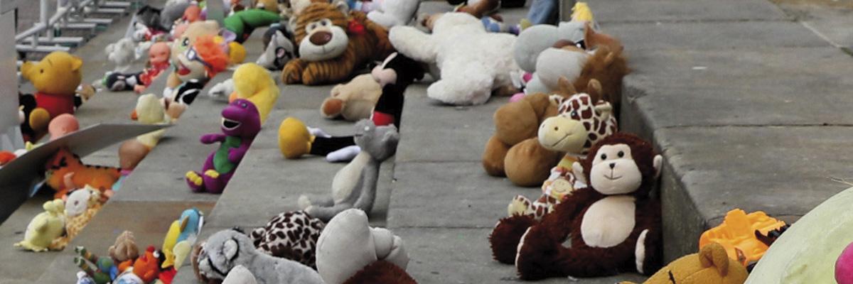 Performance contra la violencia infantil.- EFE