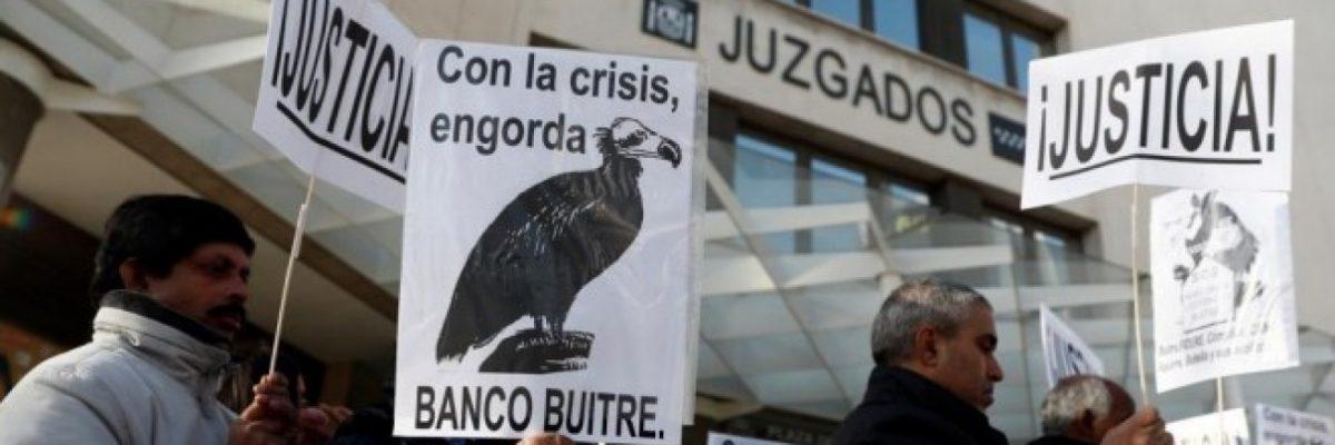 Imagen de archivo de una protesta de los afectados por la venta de 32 promociones de vivienda pública por el IVIMA. EFE/Mariscal
