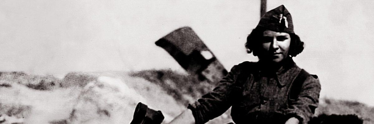 Fotografía: una miliciana en moto durante la Guerra Civil.- Centro Documental de la Memoria Histórica/CG FOTOGRAFÍAS C1547 EXP001 356A © MCD
