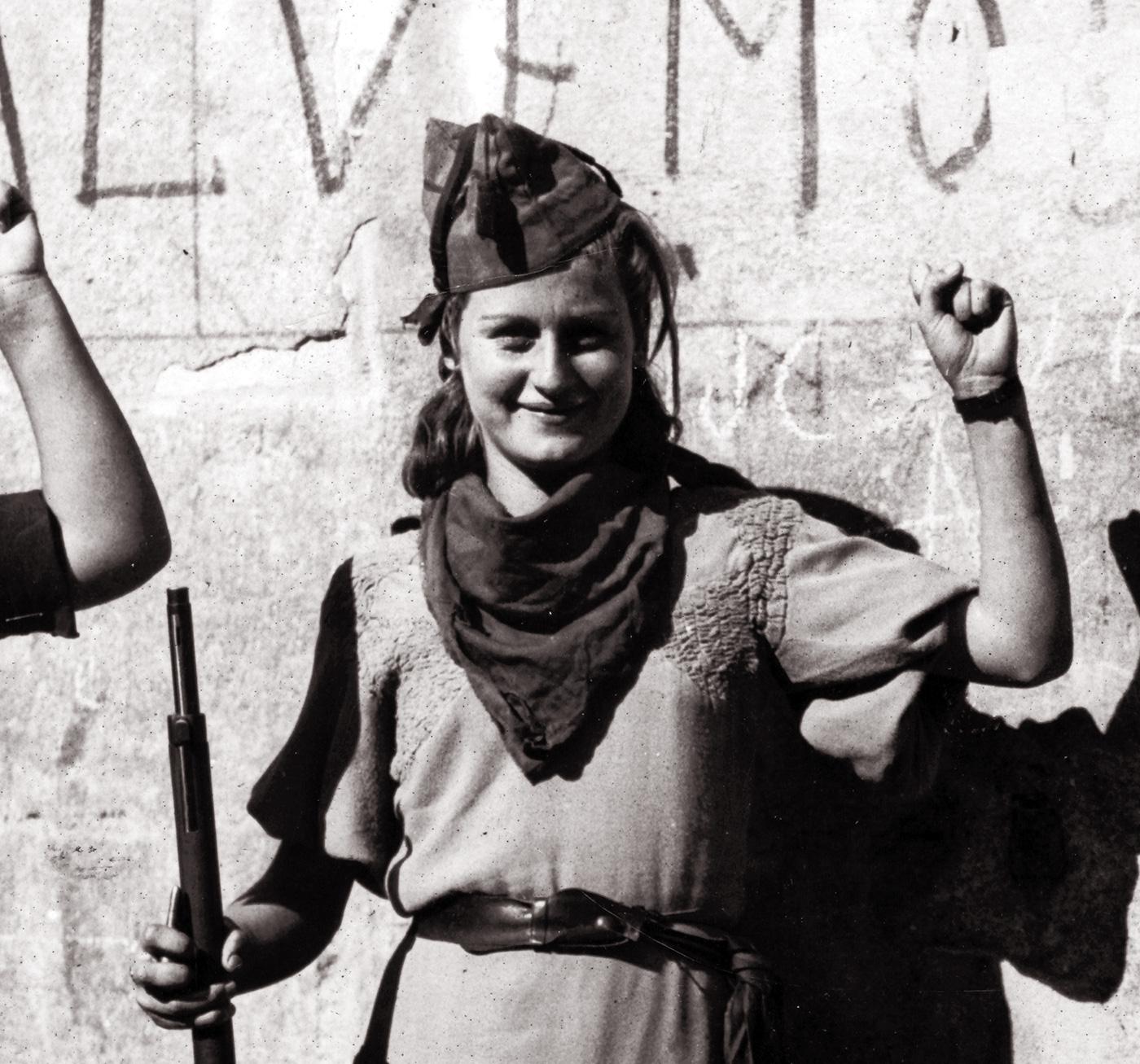 Fotografía: milicianas de la toma de Guadalajara por parte de las fuerzas republicanas.- Díaz Casariego / Fundación Anselmo Lorenzo