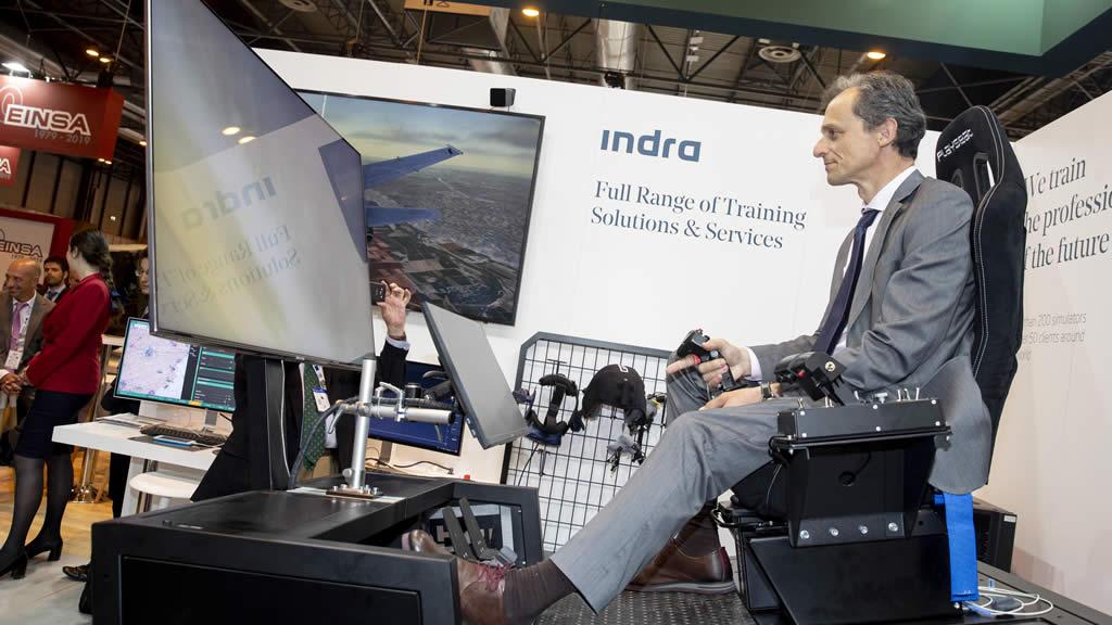 Pedro Duque, ministro de Ciencia e Innovación, en el estand de Indra en la Feindef 2019.- INDRA