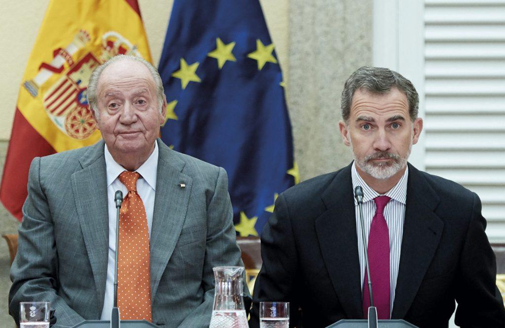 Los reyes Felipe VI y Juan Carlos I durante un acto público.- EUROPA PRESS