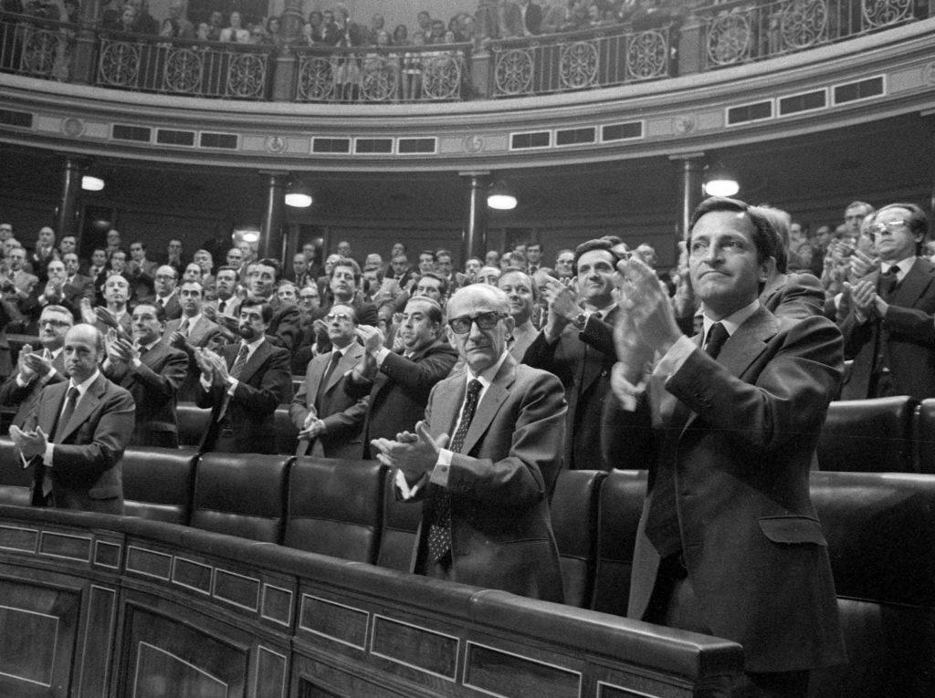 Aprobación de la Constitución en las Cortes.- EFE