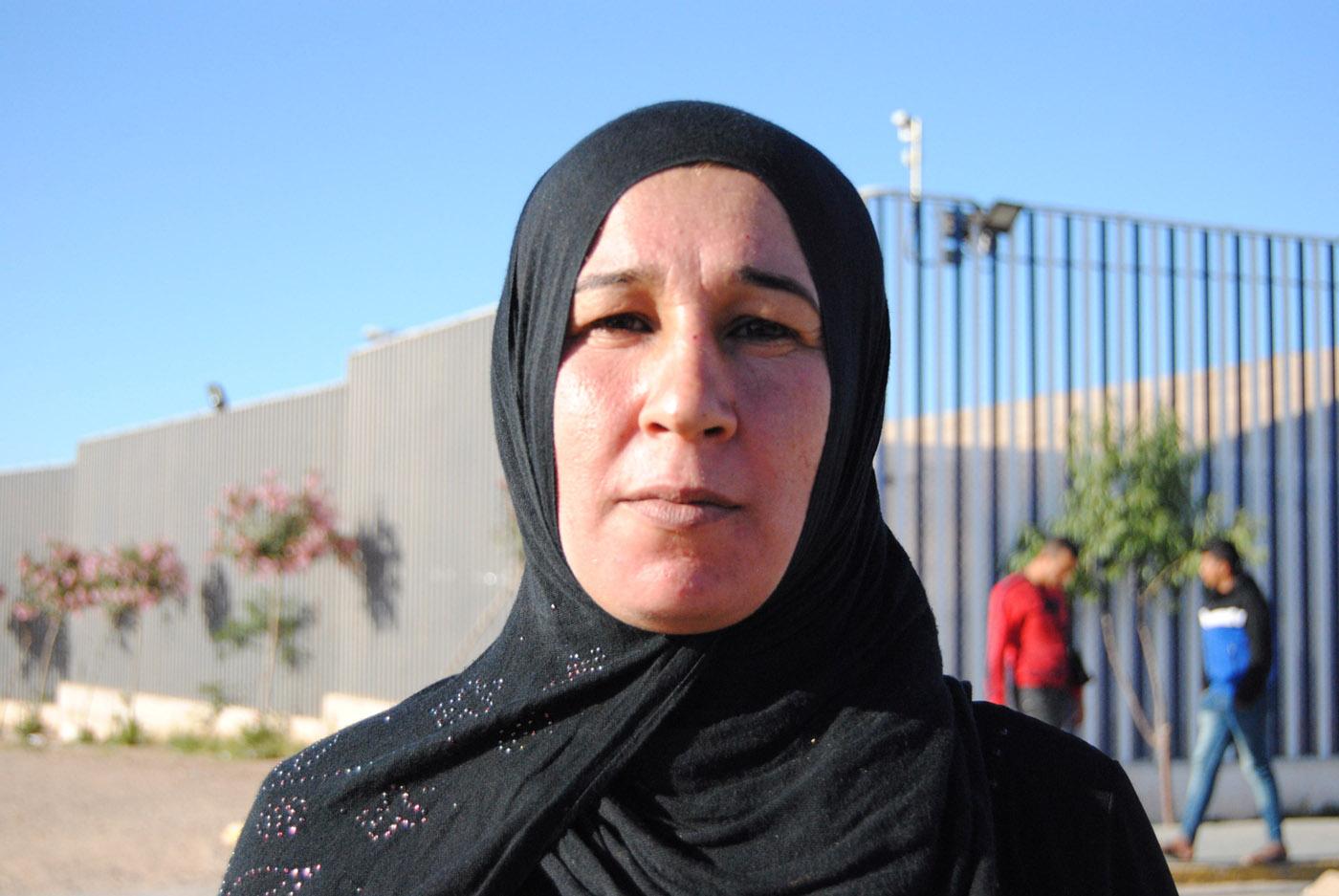 Hania dejó atrás la guerra de Siria junto a su marido y sus hijos. Se hizo pasar por porteadora para acceder a Melilla y poder solicitar asilo