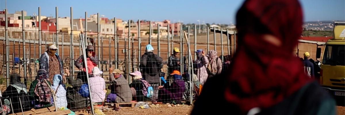 Naima sobrevive gracias a la ayuda de amigos y familiares desde que el cierre de fronteras entre Marruecos y Melilla acabó con el porteo.