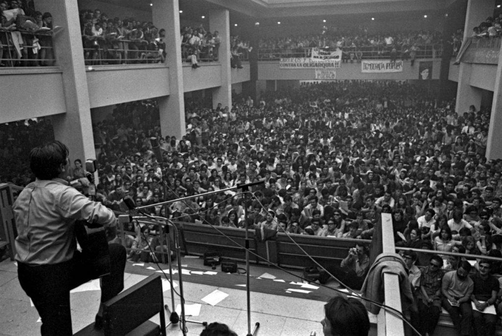 Concierto de Raimon en la Complutense de Madrid en mayo de 1968. EFE