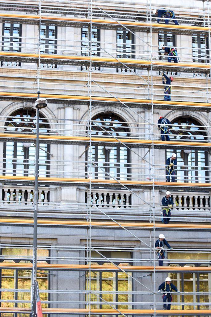 Trabajadores en una obra en el centro de Madrid.- FERNANDO SÁNCHEZ