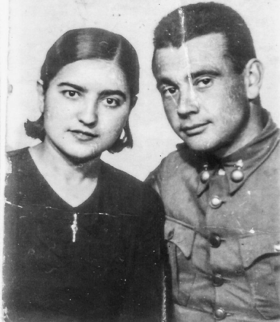 Encarna Almau y Santiago Pelegay (abuelos del autor) durante la Guerra Civil.- ARCHIVO FAMILIAR