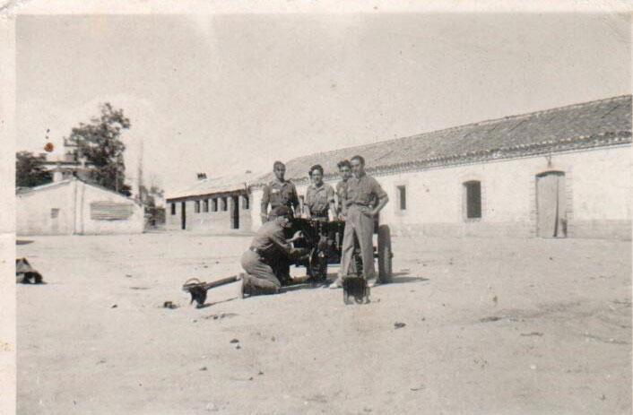 Julián Pérez en la Agrupación Antitanques en Cedilllo del Condado (Toledo)