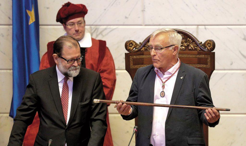 El alcalde de València Joan Ribó el día de su primera investidura en junio de 2015.- EFE