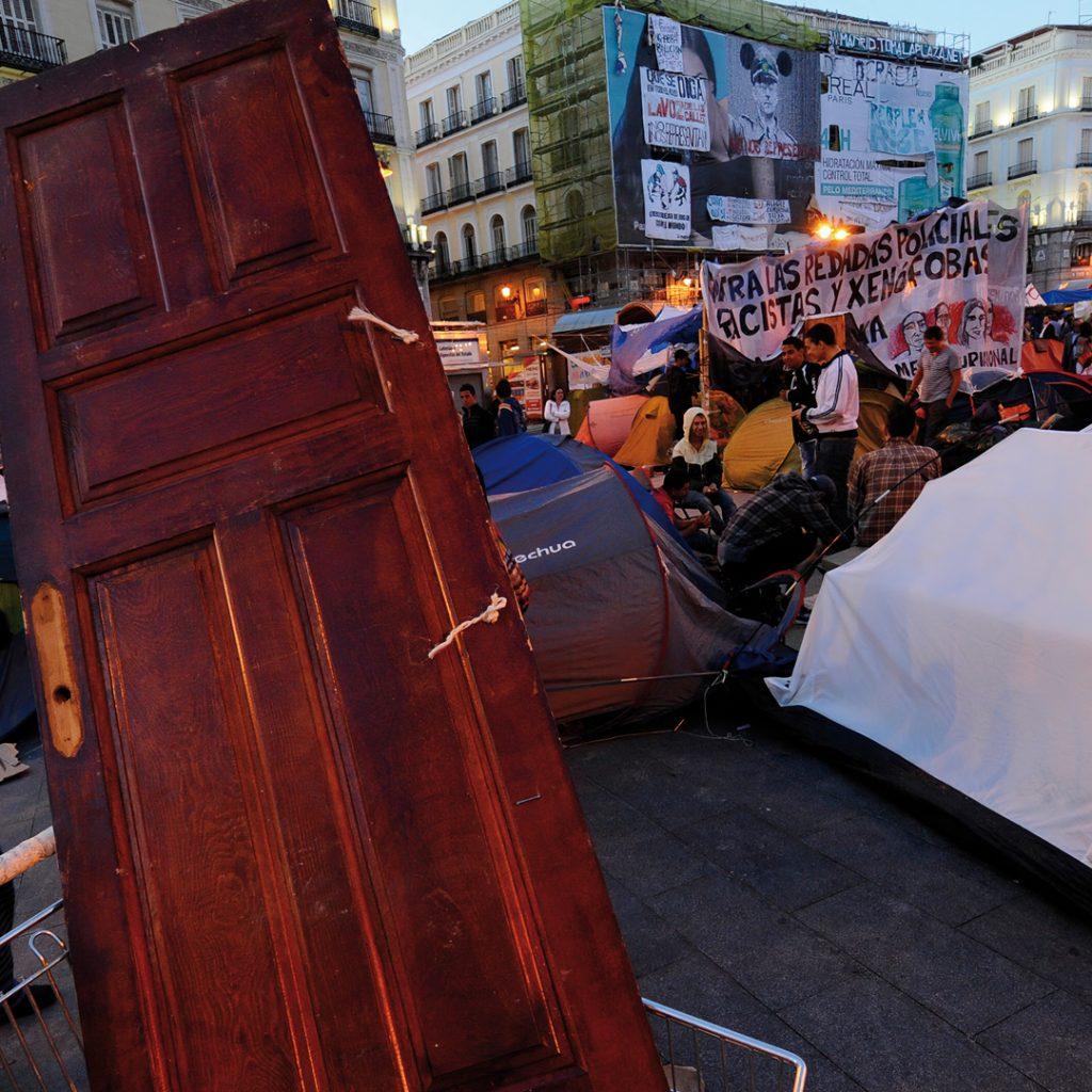 1 de junio de 2011, Puerta del Sol de Madrid.- AFP PHOTO / PIERRE-PHILIPPE MARCOU