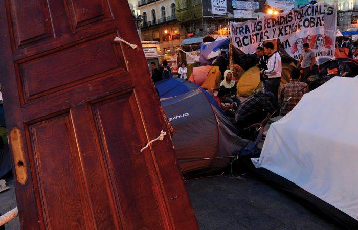 a: 1 de junio de 2011, Puerta del Sol de Madrid.- AFP PHOTO / PIERRE-PHILIPPE MARCOU