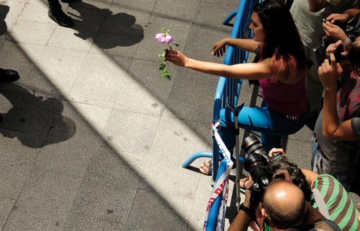 Fotografía: Protestas en la Puerta del Sol el 4 de agosto de 2011.- DANI POZO / AFP