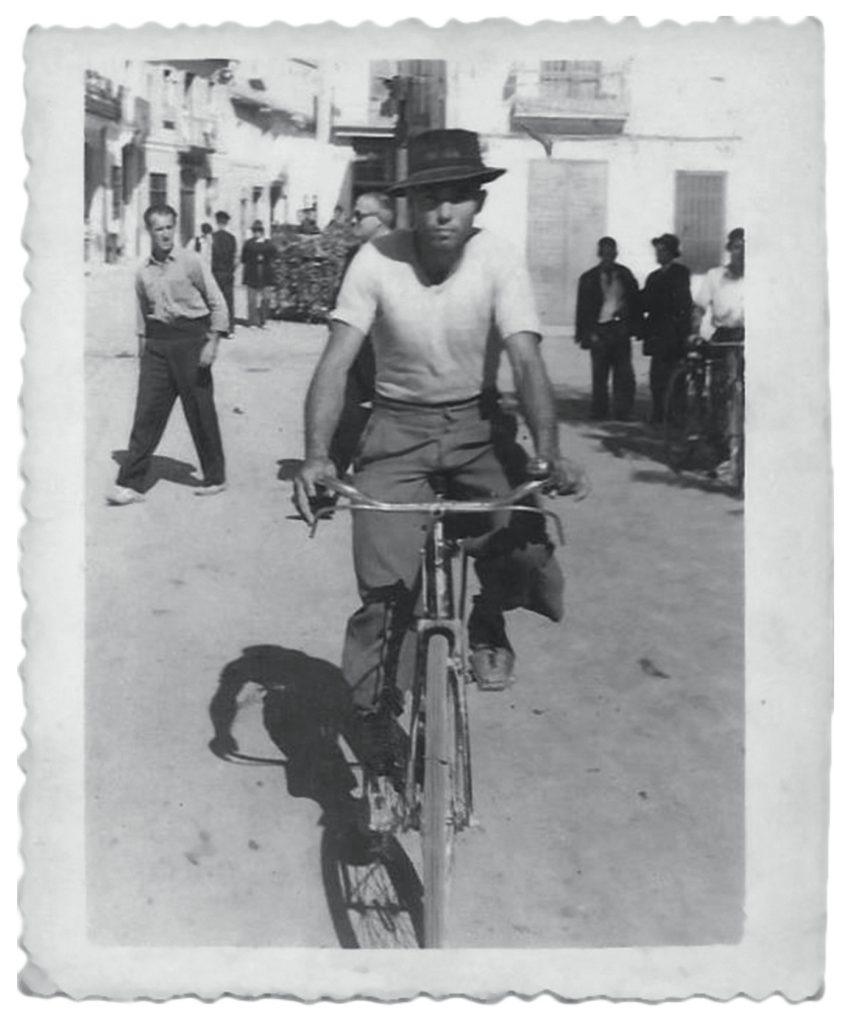 Rafael Gómez batalló en la Guerra Civil y sigue militando en la actualidad por una España republicana.- ARCHIVO PERSONAL